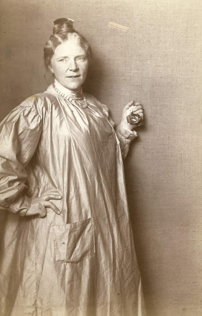 1a. N. Perscheid: Portræt af Anne Marie Carl-Nielsen. (1904). Fotografi.