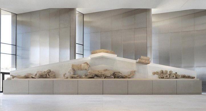 3a. Ubekendt kunstner eller værksted: Skulpturel udsmykning af vestgavlen på det første Athenetempel på Akropolis.