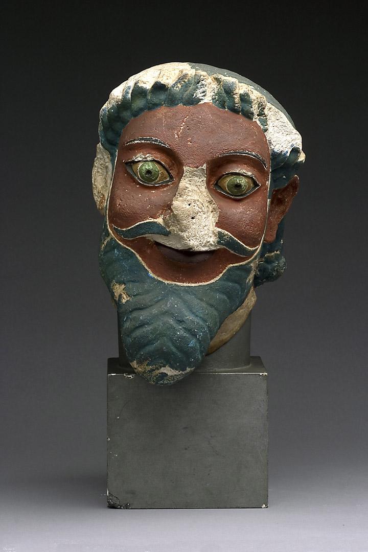 6. Anne Marie Carl-Nielsen (1863-1945): Blåskæg. (Kopi, med farverekonstruktion, af det tredje af Typhon's mandsho-veder fra ca. 570 f. Kr.) (1903-05). Gips, bemalet.